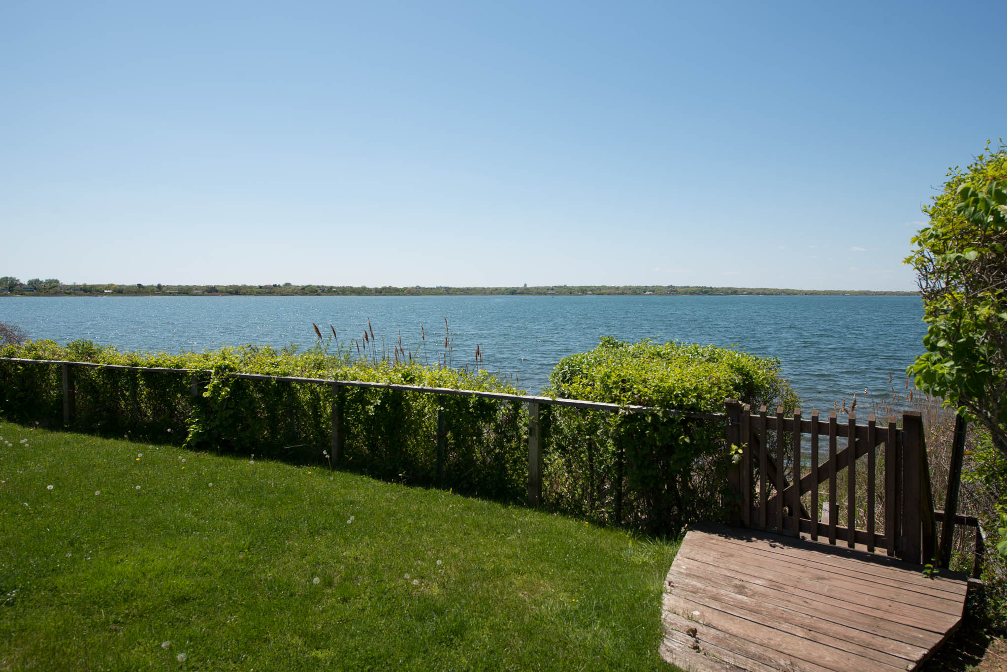 Additional photo for property listing at Montauk Lakefront Contemporary 51 East Lake Drive,  Montauk, Nueva York